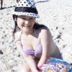 Emi-chan(マジカルエミちゃん)何者?のwikiプロフィールや年齢や性別!水着の画像や新曲動画!【アウト×デラックス】